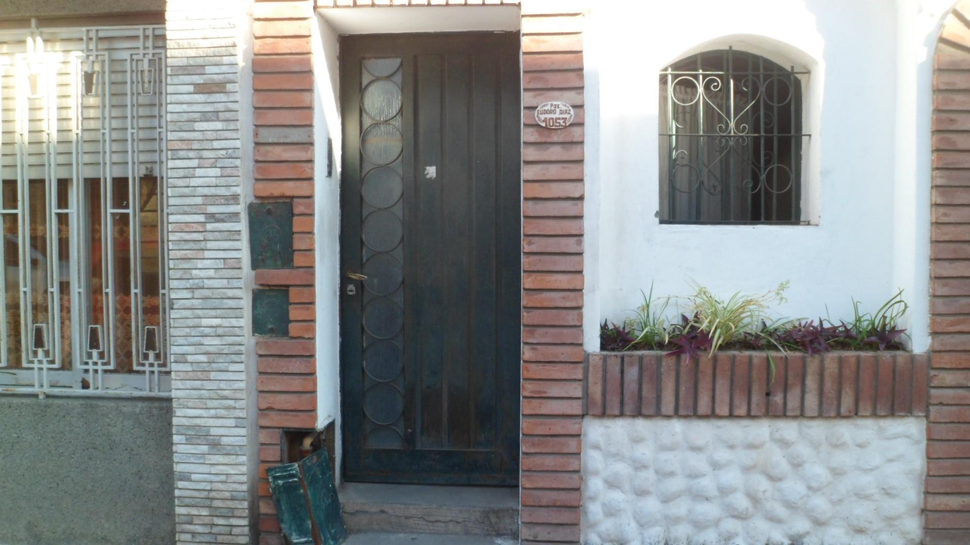 MB Negocios Inmobiliarios VENDE. CASA INTERNA UNICA. DOS DORMITORIOS. EXCELENTE ZONA.