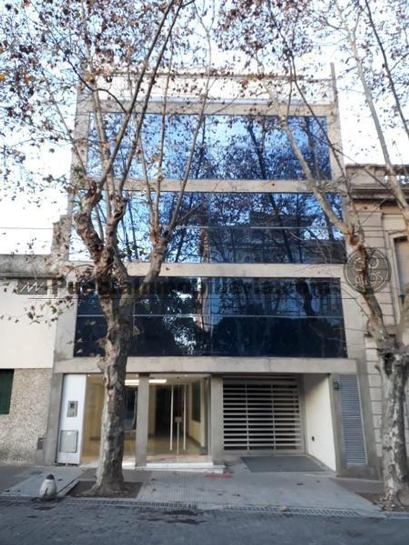 Oficinas a estrenar de planta libre en venta o alquiler de 232 m2 o unidades de 95 m2 y 117 m2
