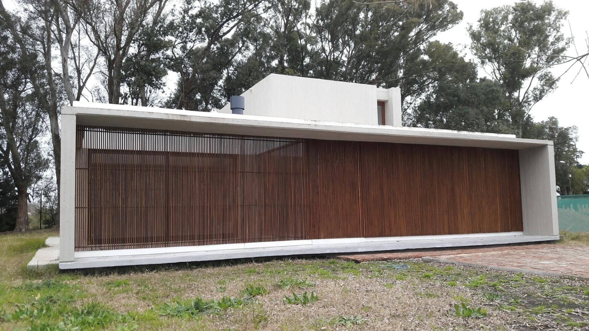 Casa en Venta - 5 ambientes - USD 495.000