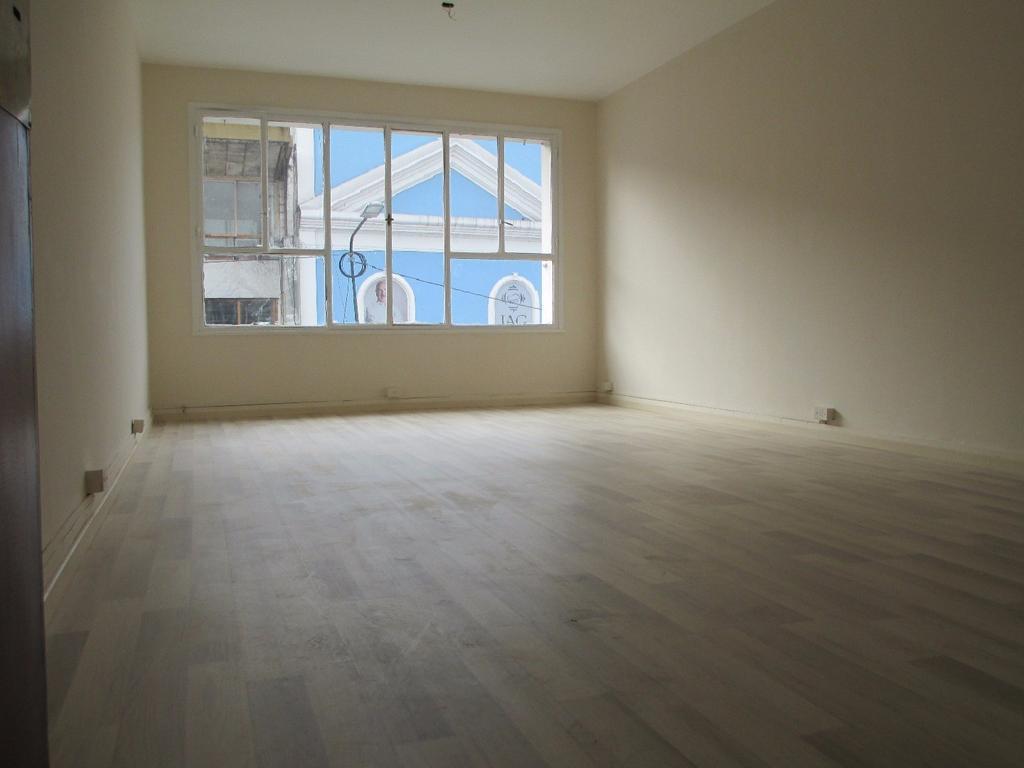 SUSPENDIDA    Local de 27 m2 en 1er. piso en H. Yrigoyen y Avenida Santa Fe!!!