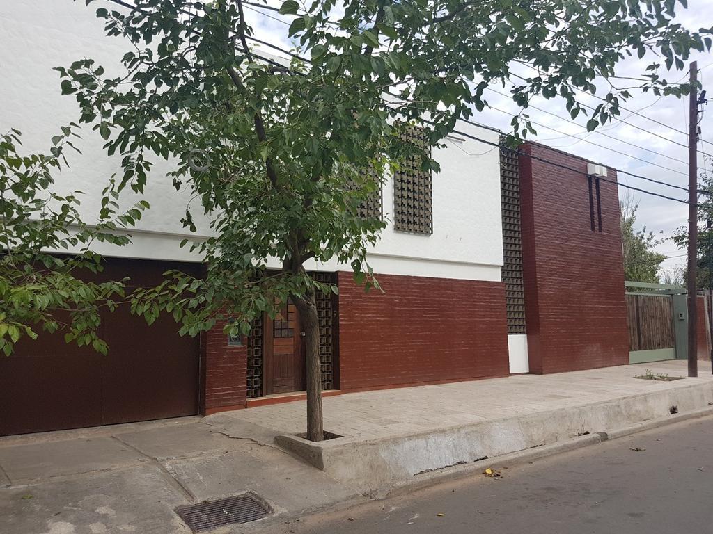 HERMOSA Y AMPLIA RESIDENCIA EN INMEJORABLE PUNTO DE VILLA NUEVA, GUAYMALLÉN - IDEAL EMPRESAS