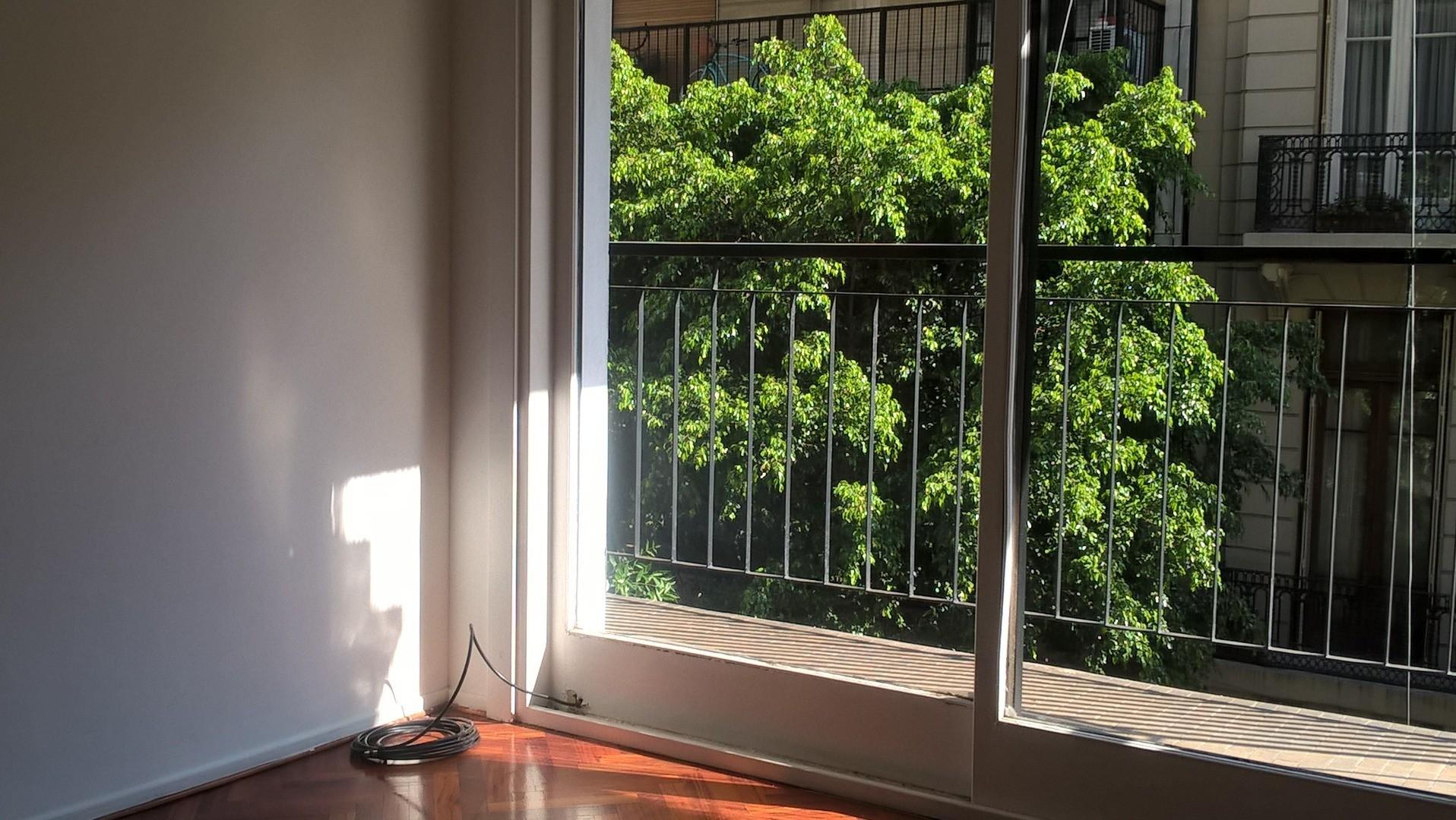 4 Ambientes con Dependencia Balcon a La Calle