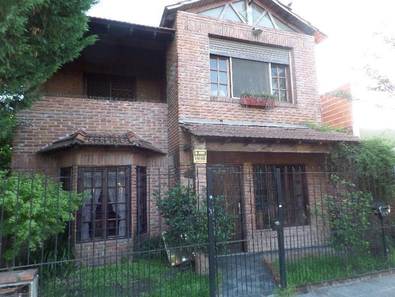 S.A DE PADUA - EXCELENTE CASA 2 PLANTAS - 4 DORM. 2 C/VEST, JACUZZI, 2 BAÑOS, GALERIA C/PLLA Y FONDO