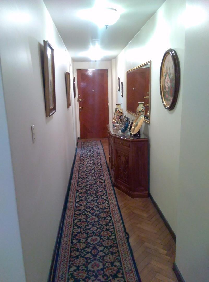 4 dormitorios, escritorio, en primer piso,impecable digno de ver