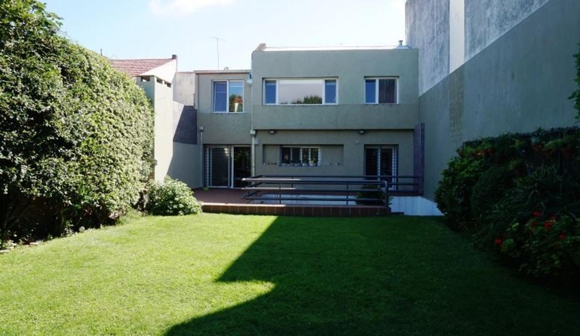 Casa reciclada con estilo moderno, en excelente ubicación de Stella Maris.