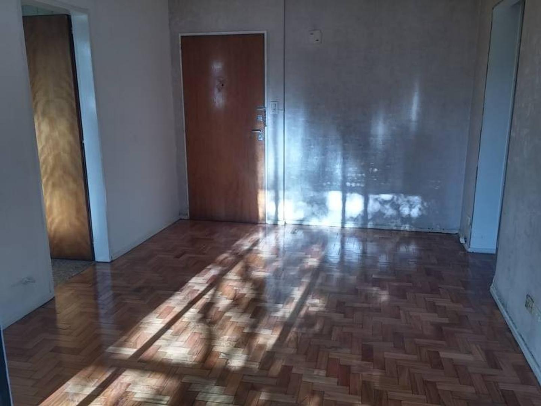 Alquiler departamento 2 ambientes al frente con Balcón.