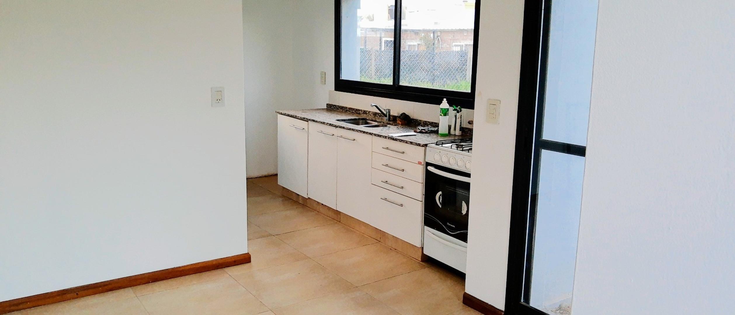 Casa en Venta en Alvarez - 2 ambientes
