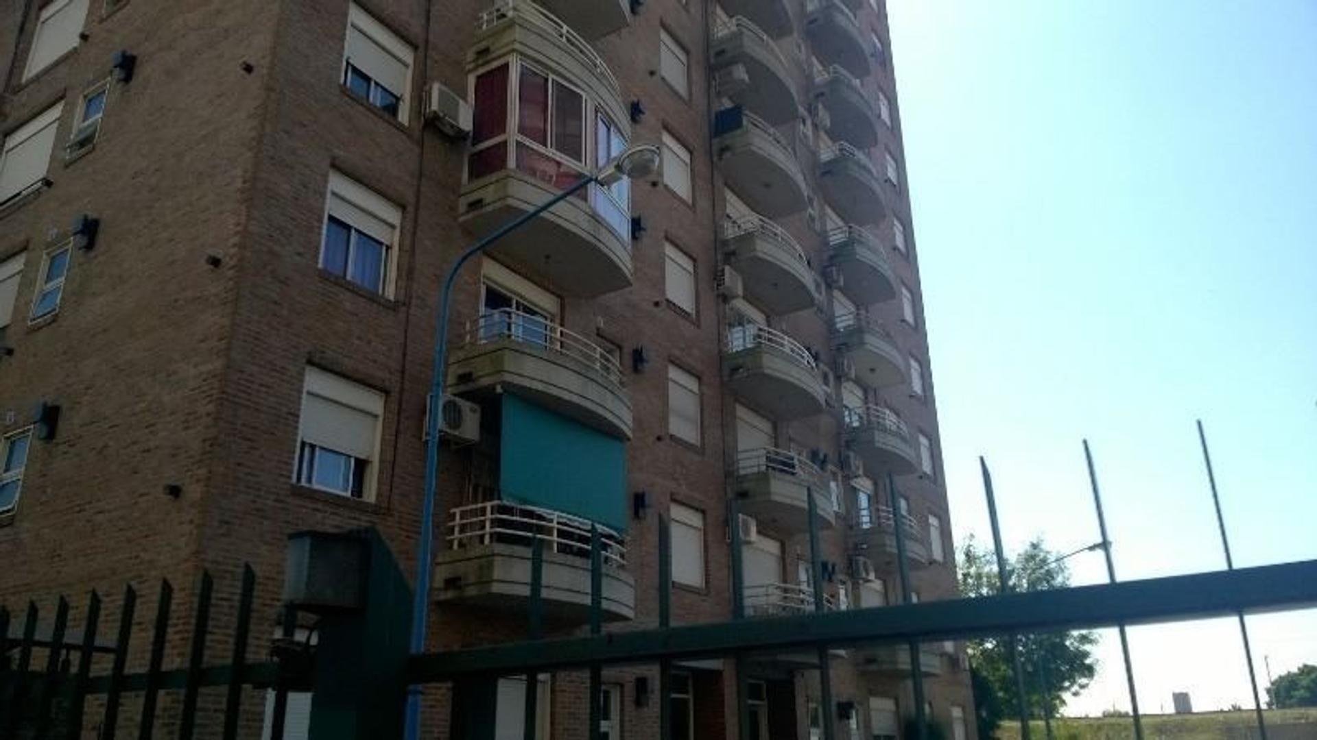 Amplio monoambiente con balcón en complejo c/seg las 24 hs, SUM, parque. Gran luminosidad