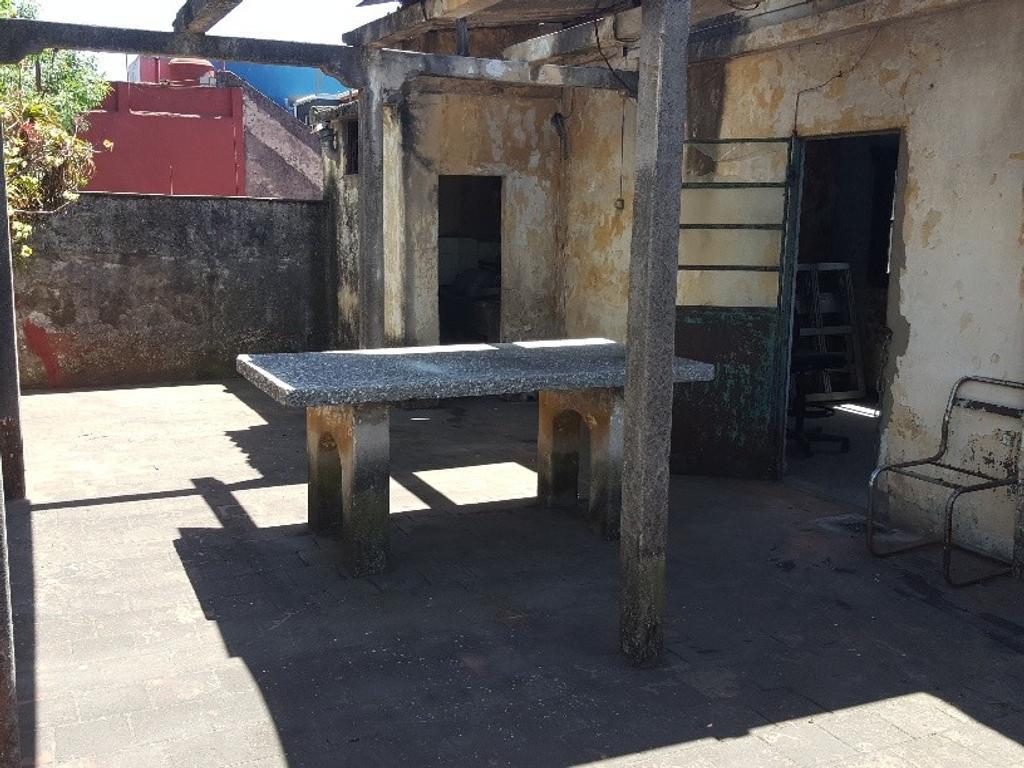 EN VENTA - BARRACAS - CASA sobre Lote Propio