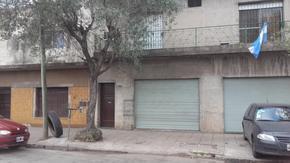 Lavallol y Rivadavia   a  1 cuadra del Coto, 3 amplios ambientes  con patio , planta baja interno