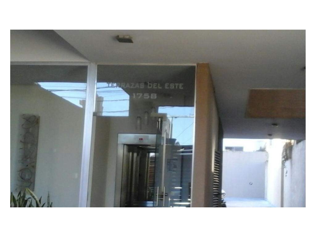 Cochera en excelente zona de LanuS Este a 4 cuadras de Estacion y 2 Cuadras de 9 de julio
