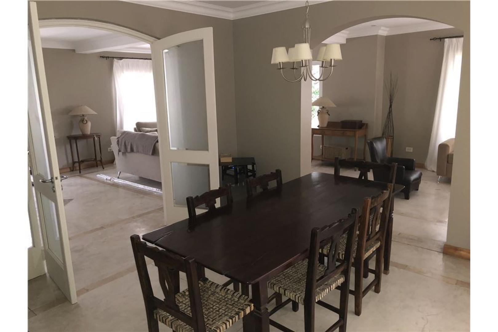 Casa - 350 m² | 4 dormitorios | 17 años