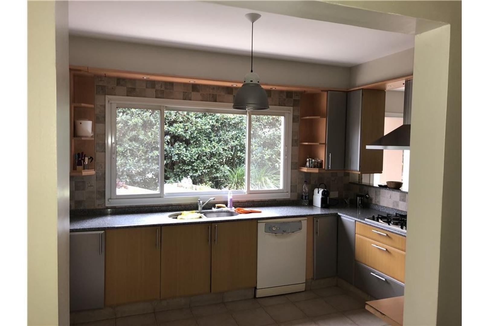 Casa en Alquiler de 350,0 m2