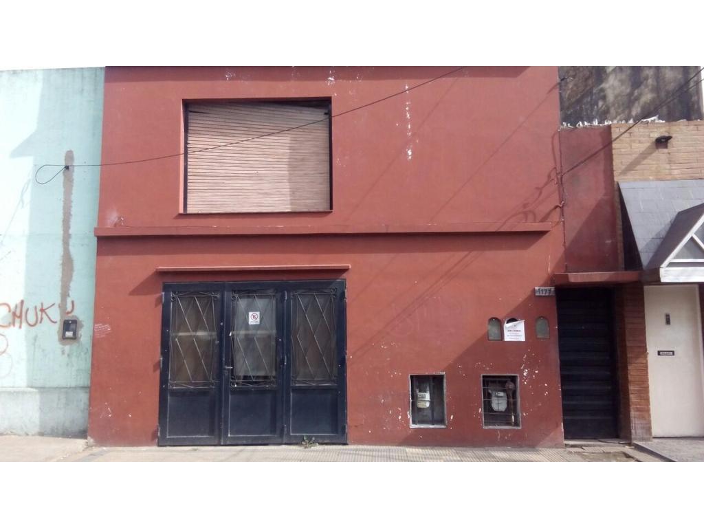 CASA DE 4 AMB. CON GARAGE Y FONDO LIBRE