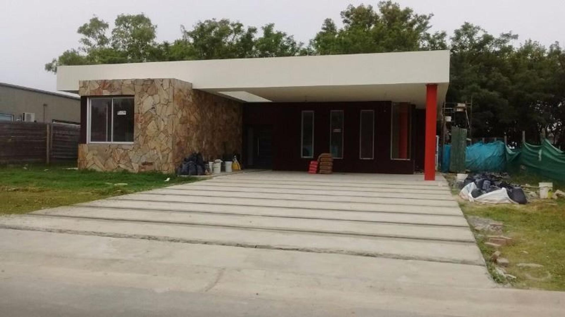 Venta Excelente casa con piscina en Barrio Santa Juana, Canning!