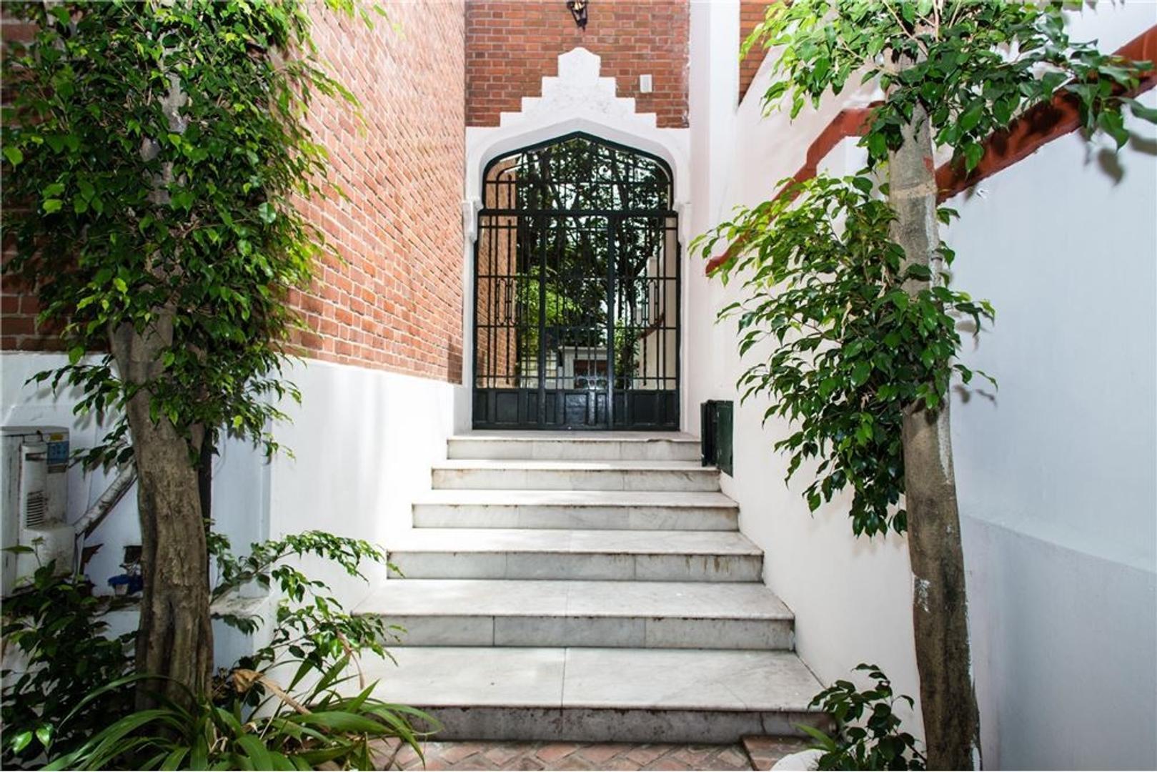 Casa con jardin y piscina sobre la calle Maure