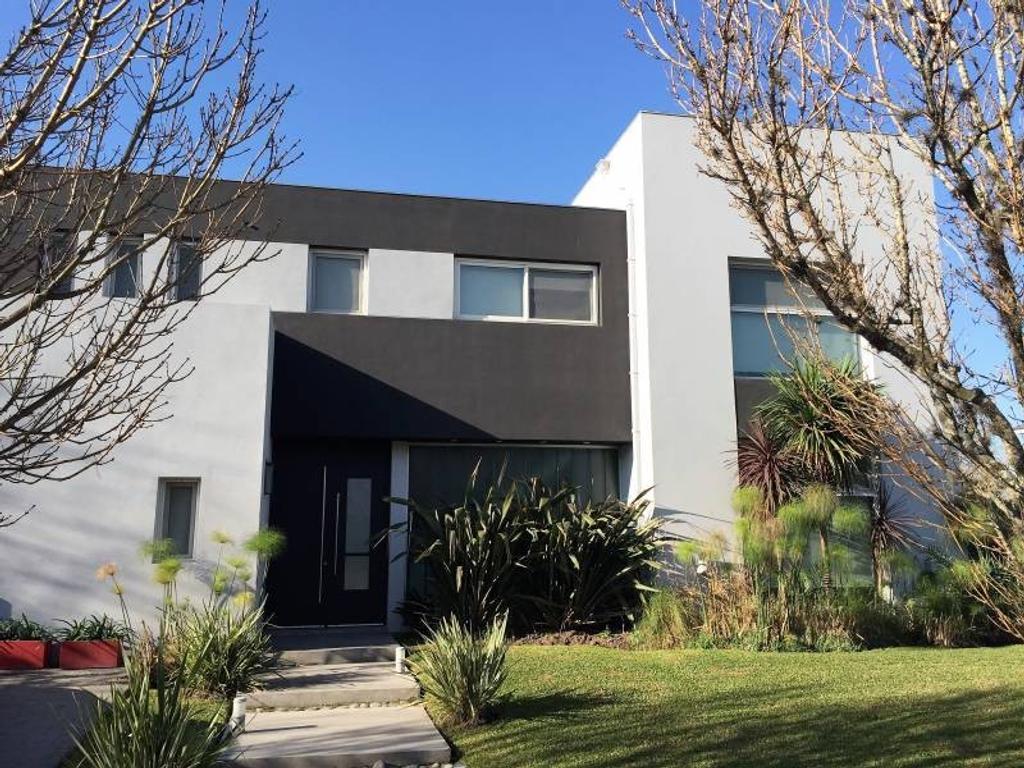 Casa en Venta - U$S 460.000 - Septiembre