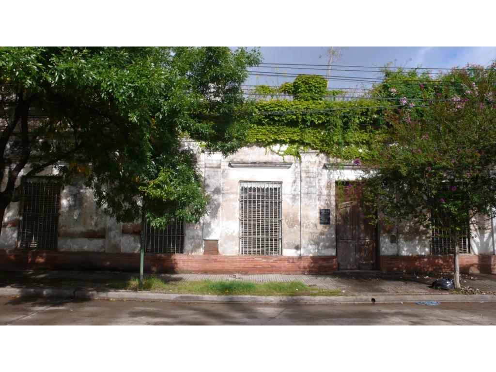 Casona Histórica 1700m2 frente a plaza principal