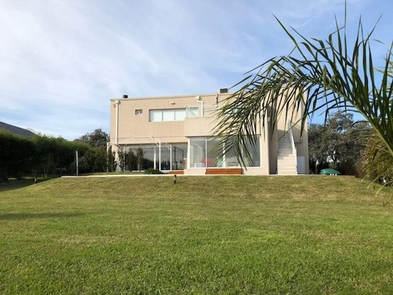 Amplia y moderna Casa con 5 dormitorios y piscina barrio privado Arenas del Sur - Foto 19