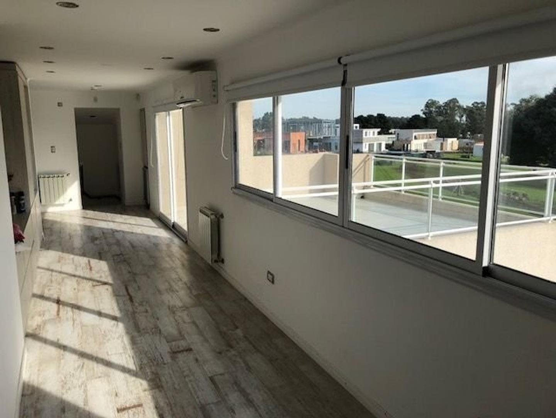Amplia y moderna Casa con 5 dormitorios y piscina barrio privado Arenas del Sur - Foto 33
