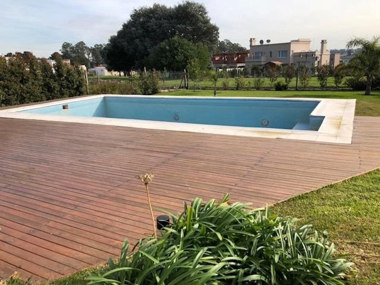 Amplia y moderna Casa con 5 dormitorios y piscina barrio privado Arenas del Sur - Foto 18