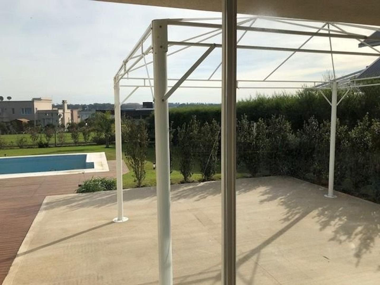 Amplia y moderna Casa con 5 dormitorios y piscina barrio privado Arenas del Sur - Foto 17