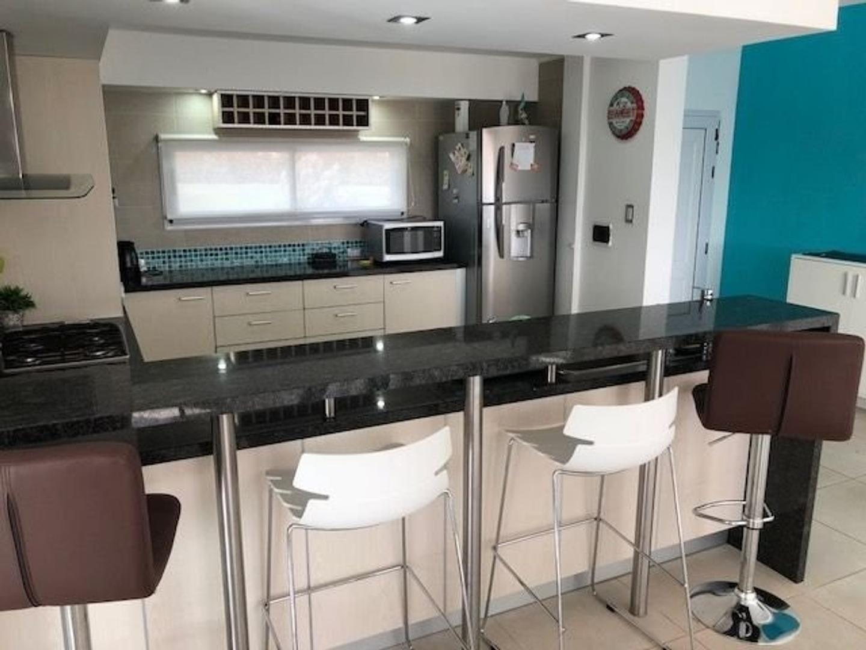 Casa - 820 m² | 5 dormitorios | 3 baños