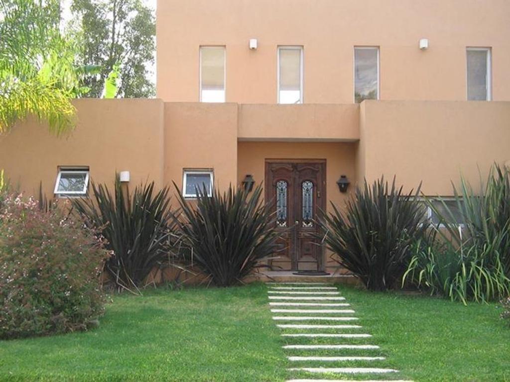 Casa en venta Pilar Altos del Golf