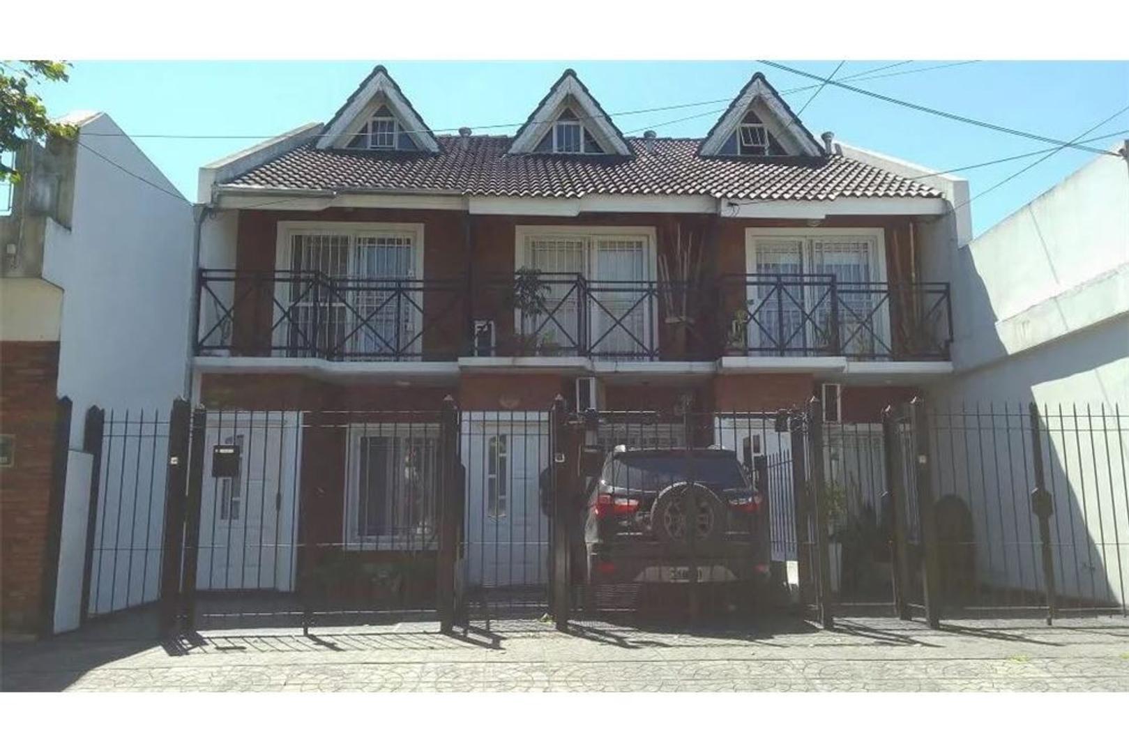 Duplex con cochera y patio  - Martin Coronado