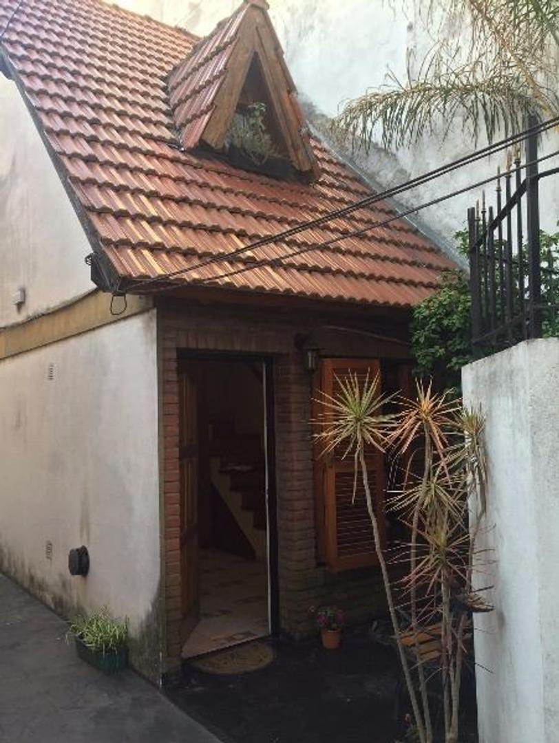 Duplex 2 Amb Divisible, patio c/lavadero, metros de Av de Mayo. APTO CRÉDITO.