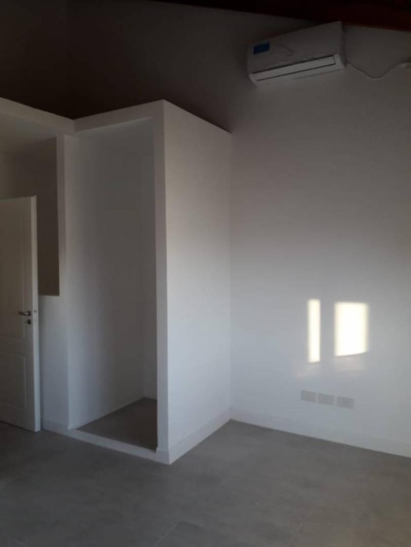 Moderno Duplex  a estrenar en Saravi Village de 3 ambientes - Foto 16