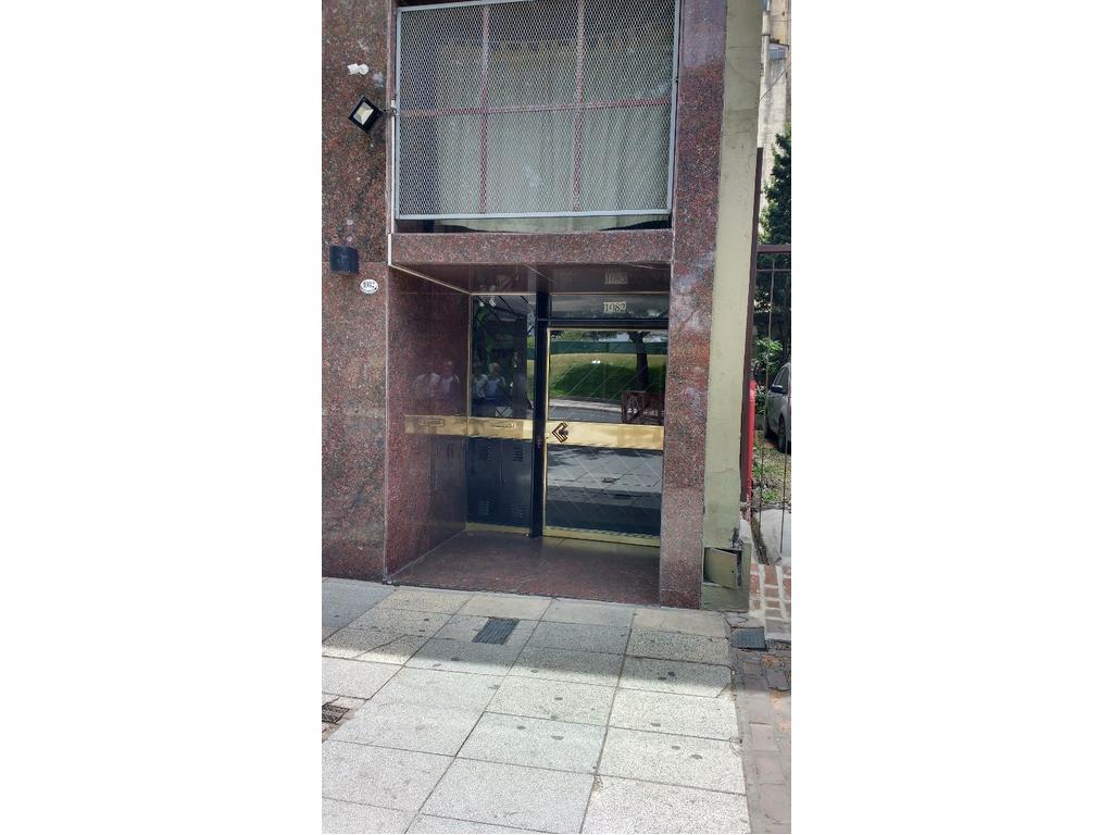 Venta departamento 2 ambientes c/ patio excelente ubicacion