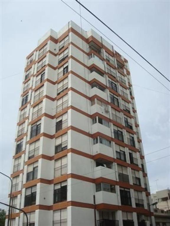Departamento 1 dormitorio, 58 esquina 5, alquilado.