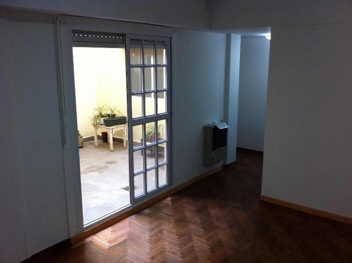 APTO CREDITO -2 amb - bajas expensas - patio luminoso - cocina indep´te - pisos de madera