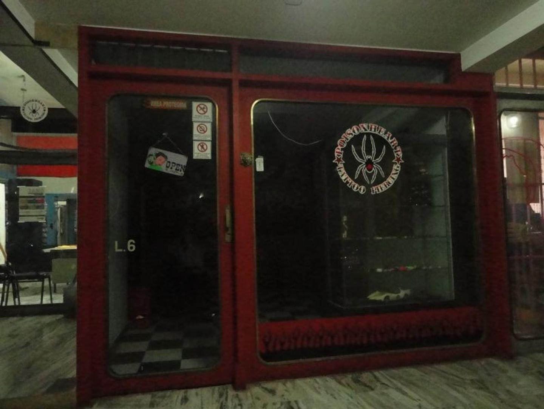 Local en edificio excelente ubicación, Caseros zona Centro