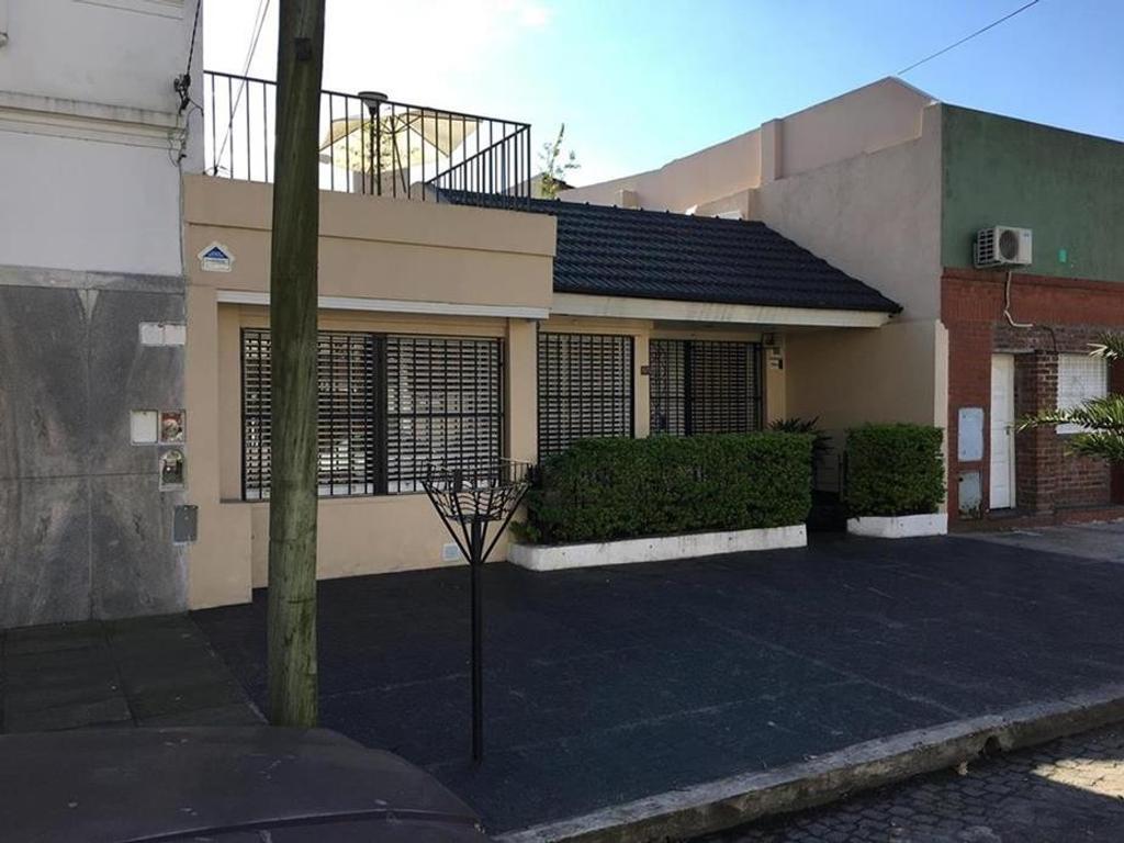 Casa 3 ambientes / 2 baños/ fondo, pileta, quincho, terraza,