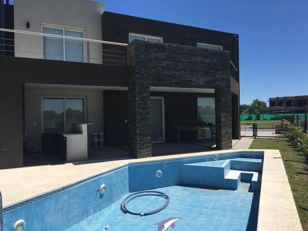 Excelente Casa en venta en Ayres Plaza