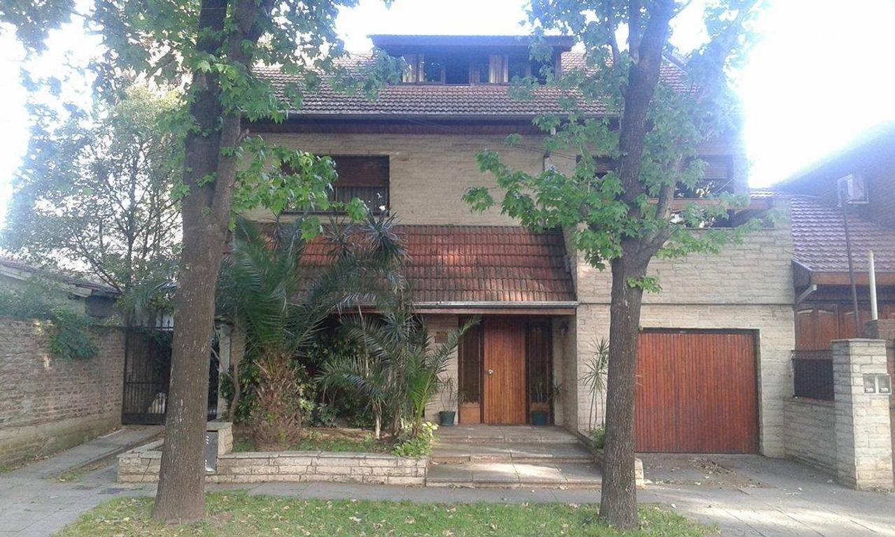 Excelente casa 5 amb en 3 plantas con gran jardin