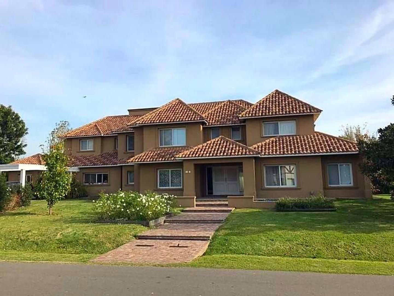 Excelente Casa en venta en San Diego  670 mts 2