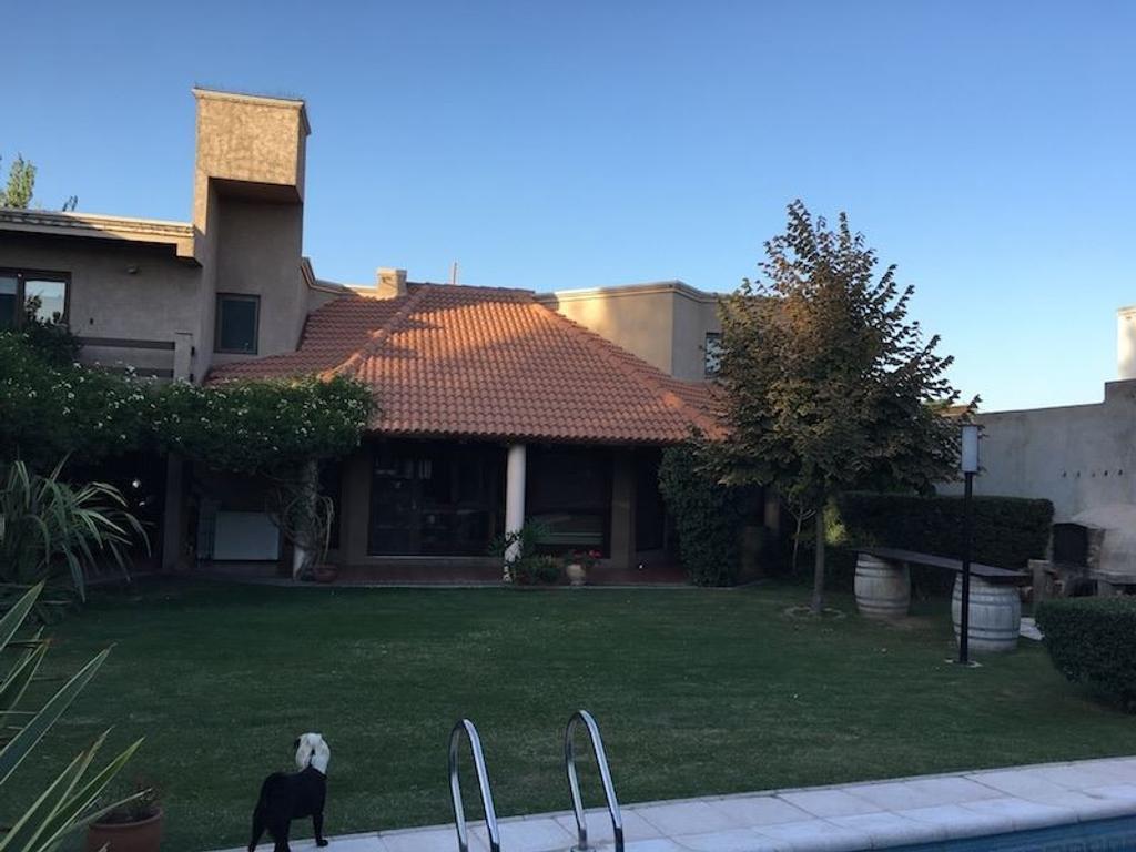 Casa para permuta en barrio privado Via de la Fontana