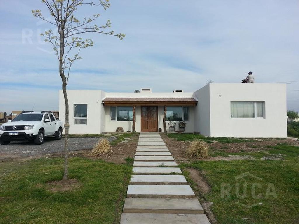 RUCA INMUEBLES | VENTA | Hermosa Casa a Estrenar! | San Benito | Villanueva