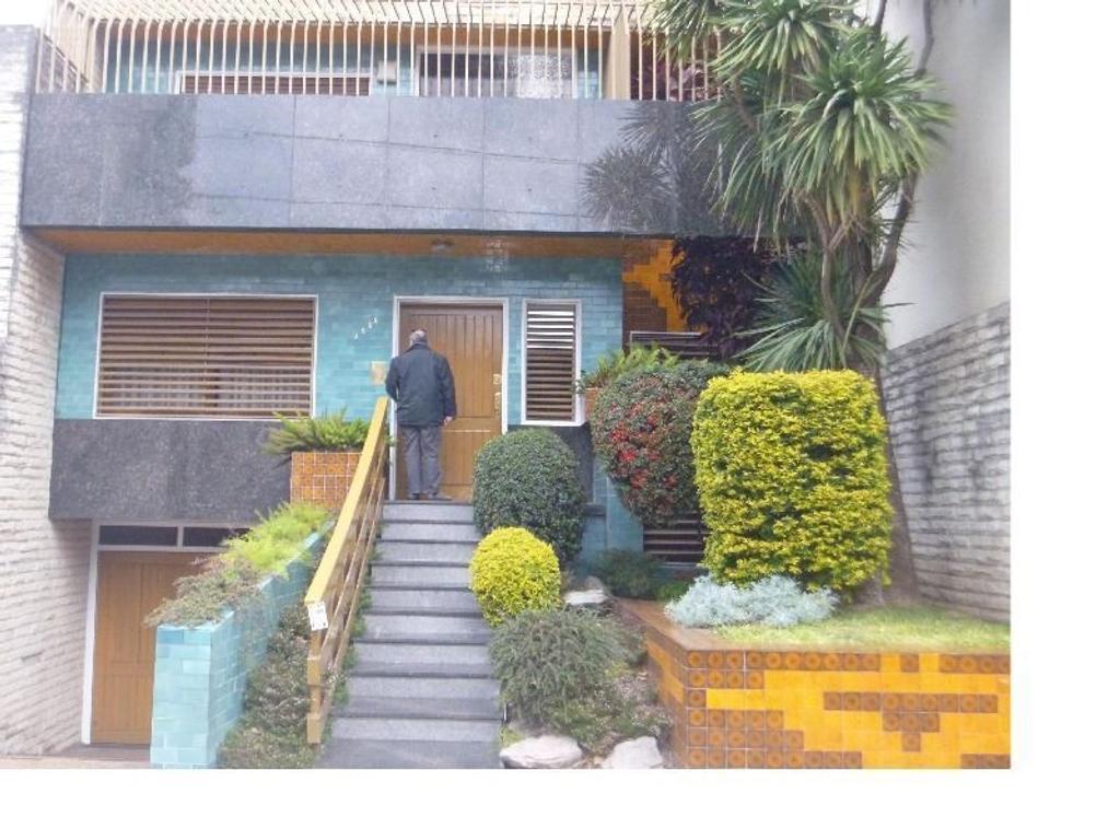 Casa, 6 amb, dependencias, patio, gran salón 160m2, apto 8/12 cocheras, apto taller de confecciones