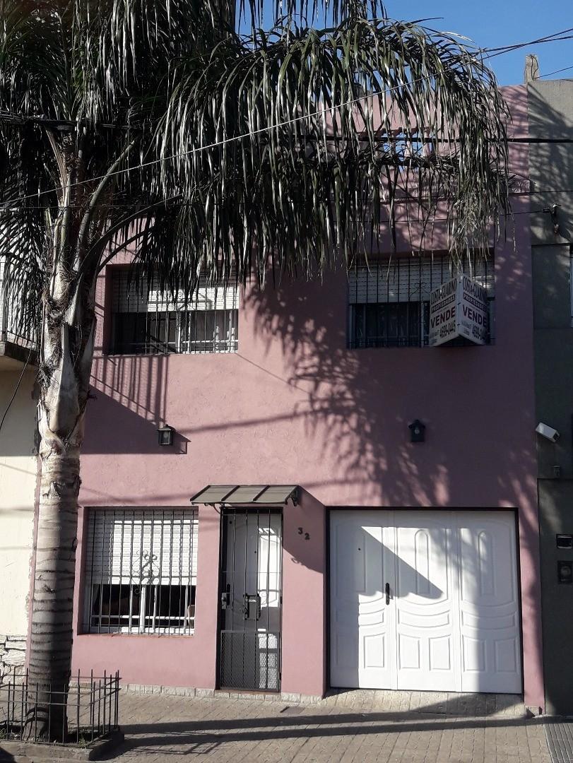CASA DE 3 PLANTAS CON LAVADERO,PATIO Y TERRAZA A 20M DE A.RIVADAVIA Y A 50M DEL INS. DE HAEDO