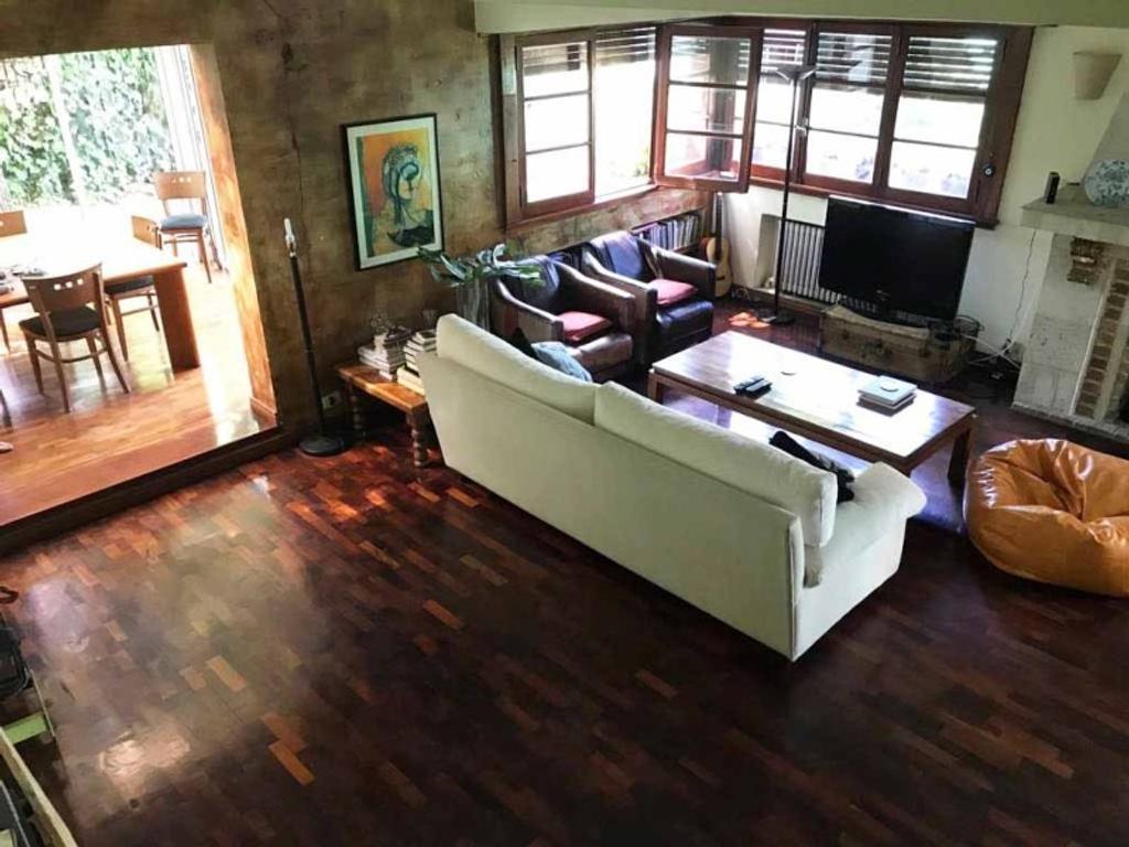 Lindísima casa en PH de vías a Libertador, modernizada hace 15 años.