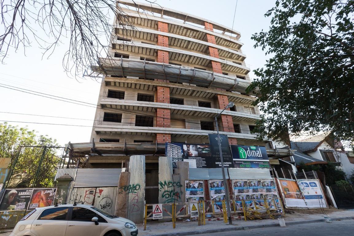 En construcción departamentos de 79 m2 y 42,7m2. Excelentes! Edificio Presidente