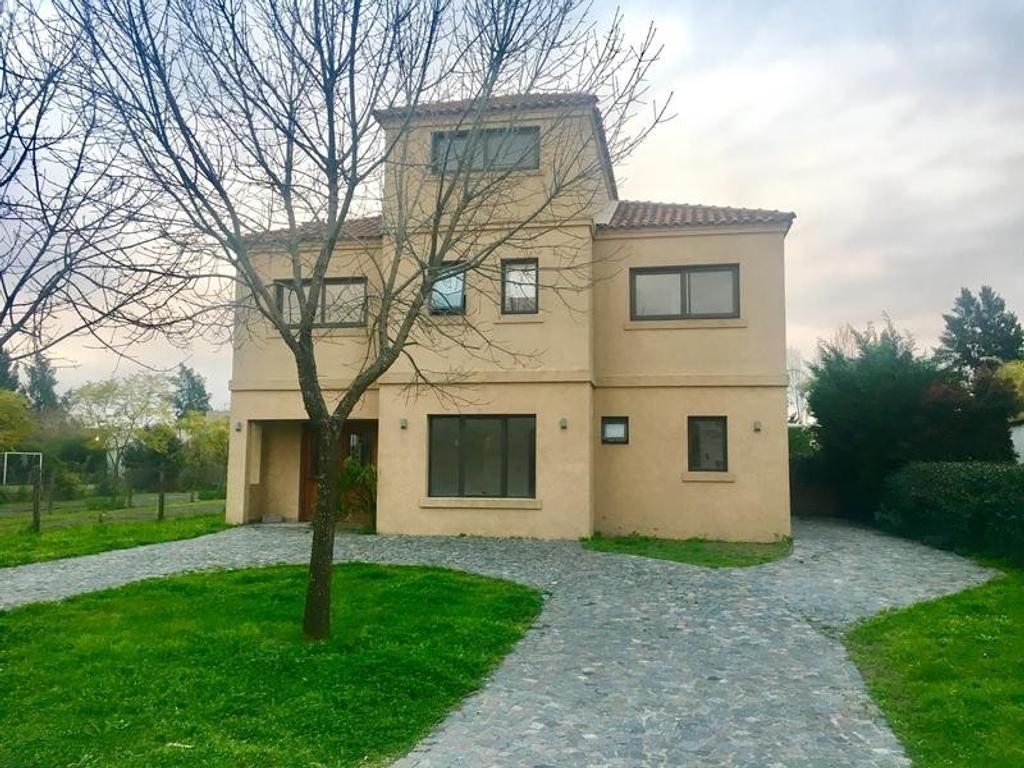 Casa  4 dormitorios Apto Credito lote INTERNO