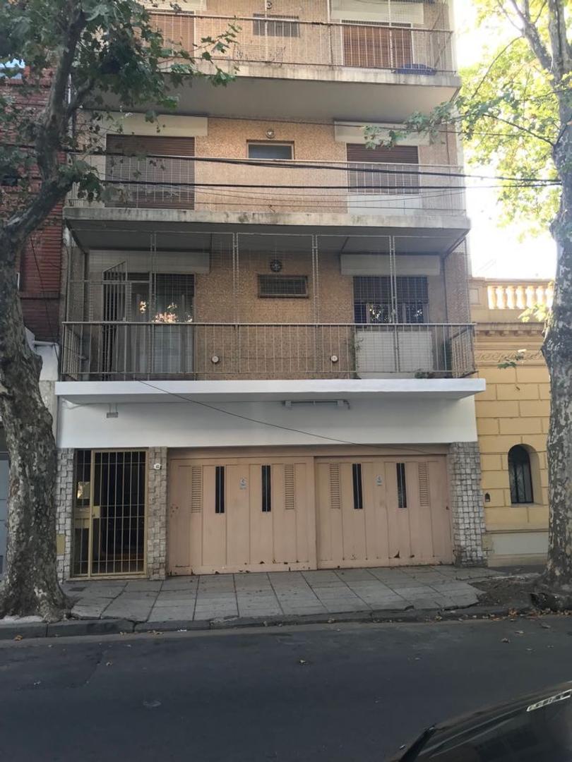 EXCELENTE 3 AMB FTE BALCON CORRIDO A PASOS DE AV RIVADAVIA 9500