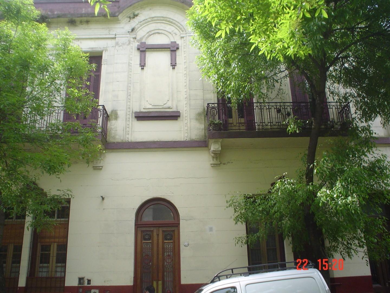 Venezuela y Loria, 2 amb amplios tpo csa lateral patio (c/cerramiento)   U$S62000.-