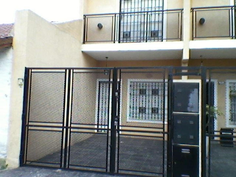 Triplex en Villa Luzuriaga, La Matanza, Buenos Aires USD 130000 - Miro 2634 (Código: 486-269)