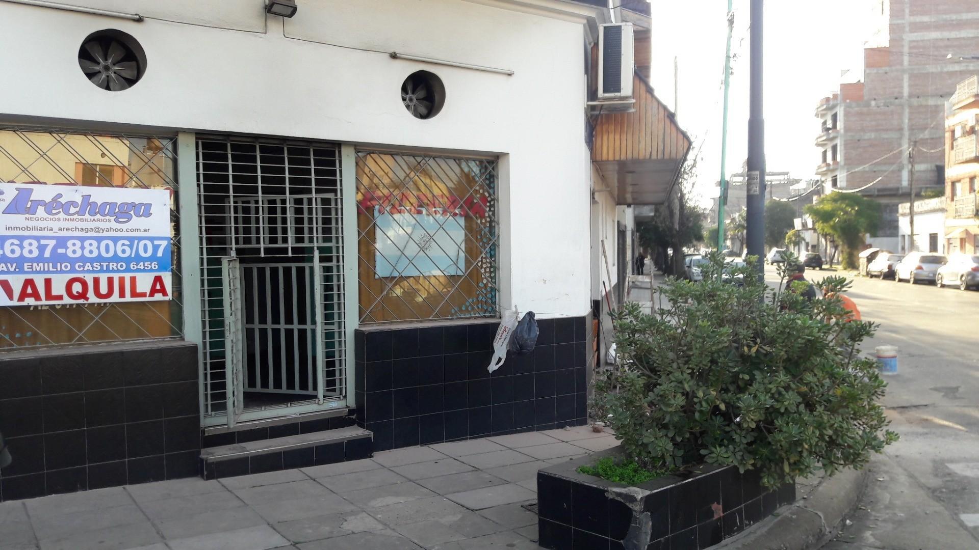 Liniers Local en esquina 36 mts2 mas Sótano